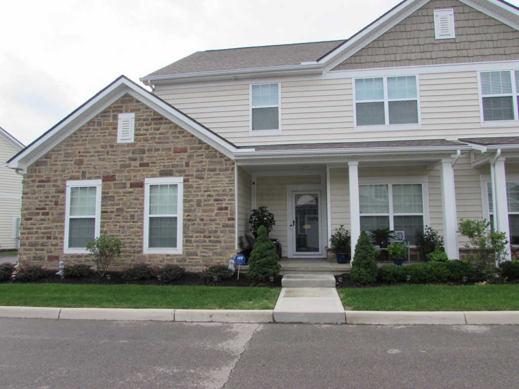 Photo of home for sale at 5105 Bayonne Lane, Columbus OH