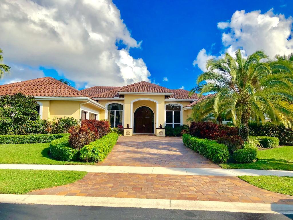 Photo of home for sale at 10842 Egret Pointe Lane, West Palm Beach FL