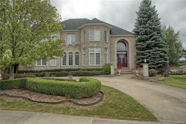 Photo of home for sale at 675 Majestic, Rochester Hills MI