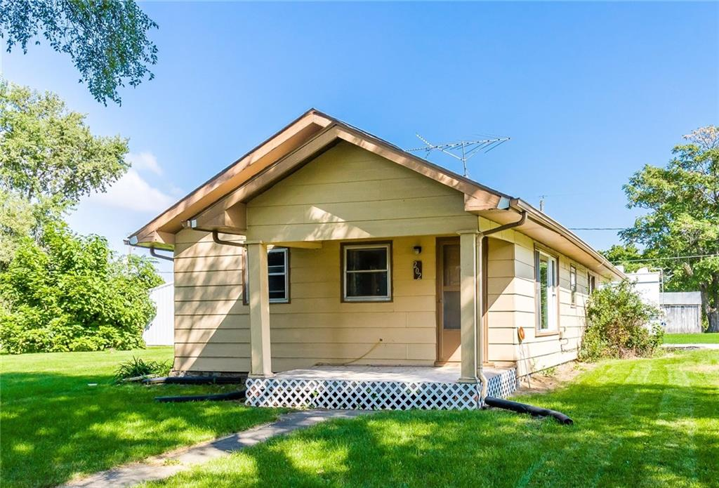 Photo of home for sale at 202 2nd Street NW, Melcher-Dallas IA