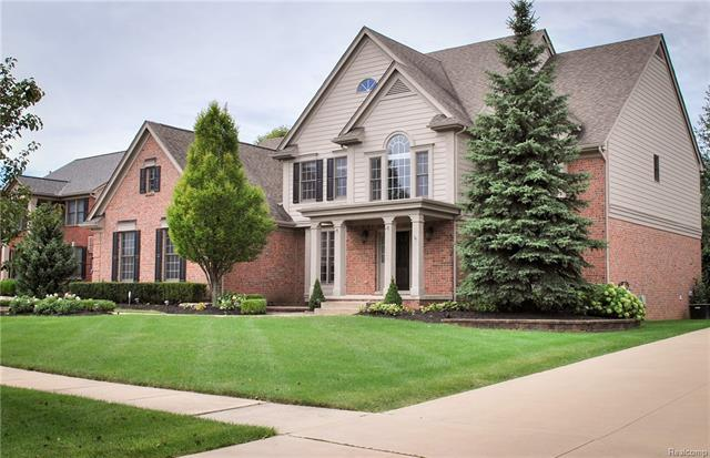 Photo of home for sale at 20861 Deerfield, Farmington Hills MI
