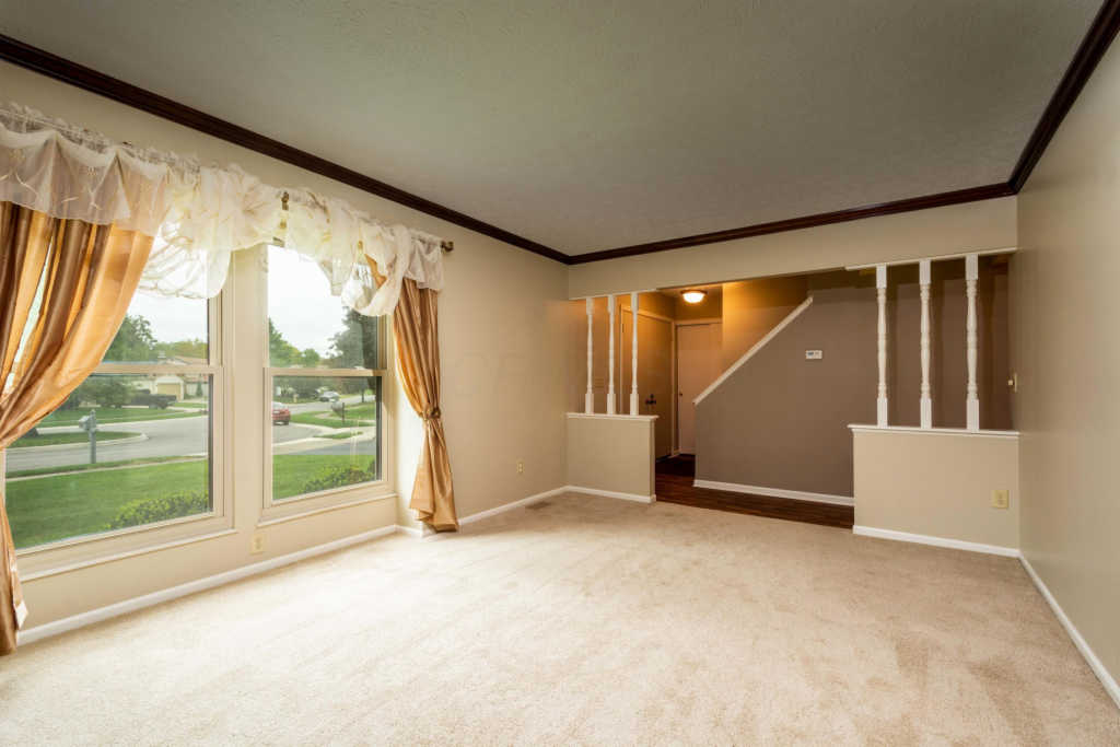 Photo of home for sale at 1081 Acillom Drive, Westerville OH