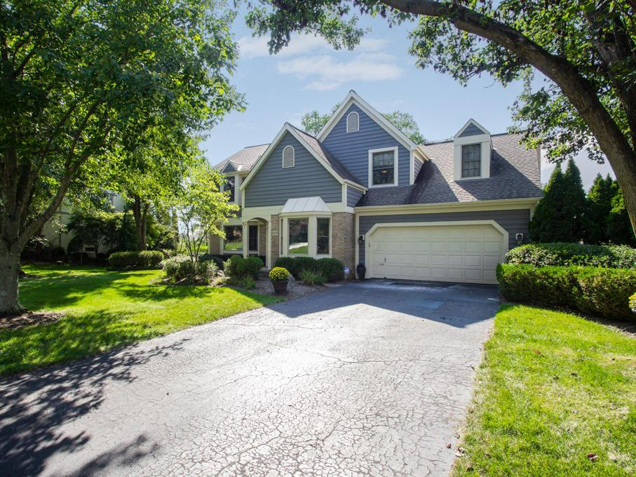 Photo of home for sale at 8429 Davington Drive, Dublin OH