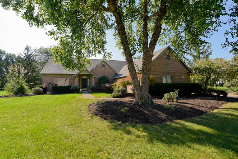 Photo of home for sale at 8771 Gosling Way, Powell OH