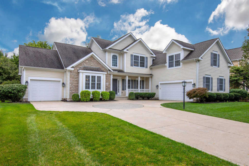 Photo of home for sale at 6751 Ballantrae Place, Dublin OH