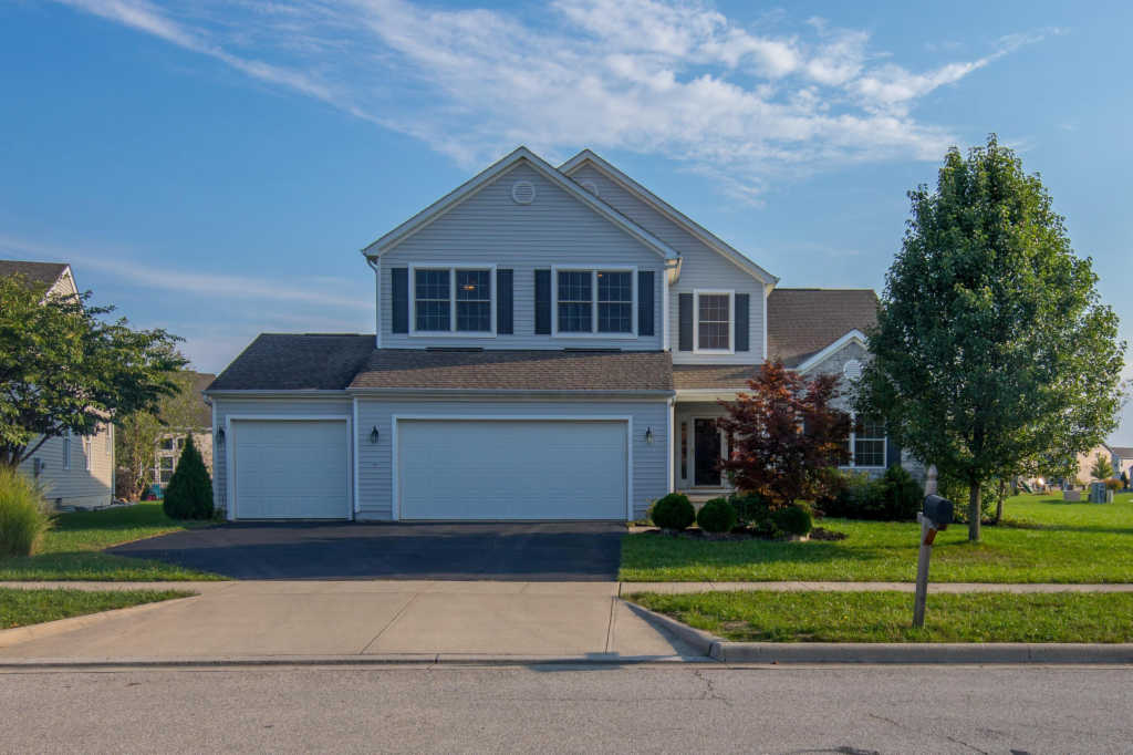 Photo of home for sale at 606 Stallion Way, Marysville OH