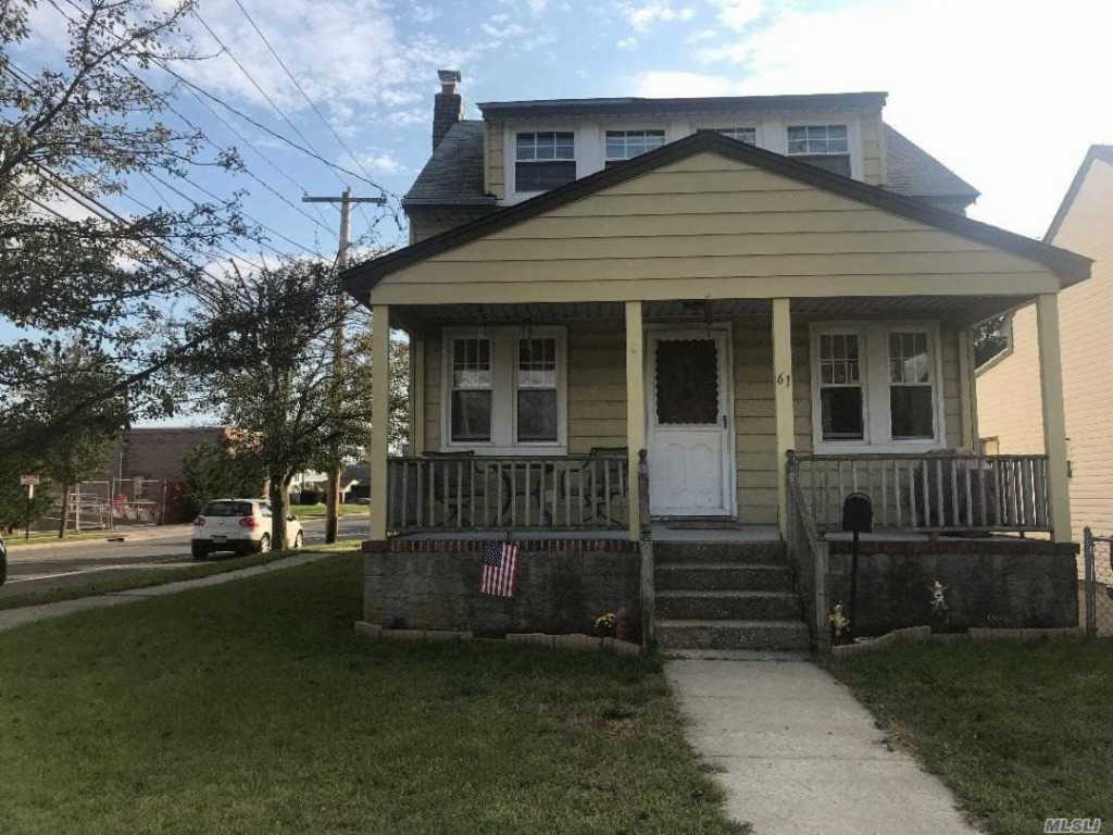 Photo of home for sale at 61 Williamson St, East Rockaway NY