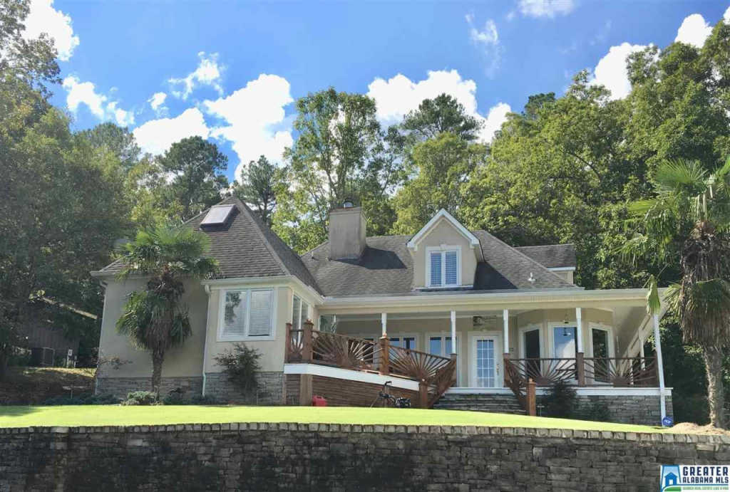 Photo of home for sale at 104 Sunset Strip, Oneonta AL