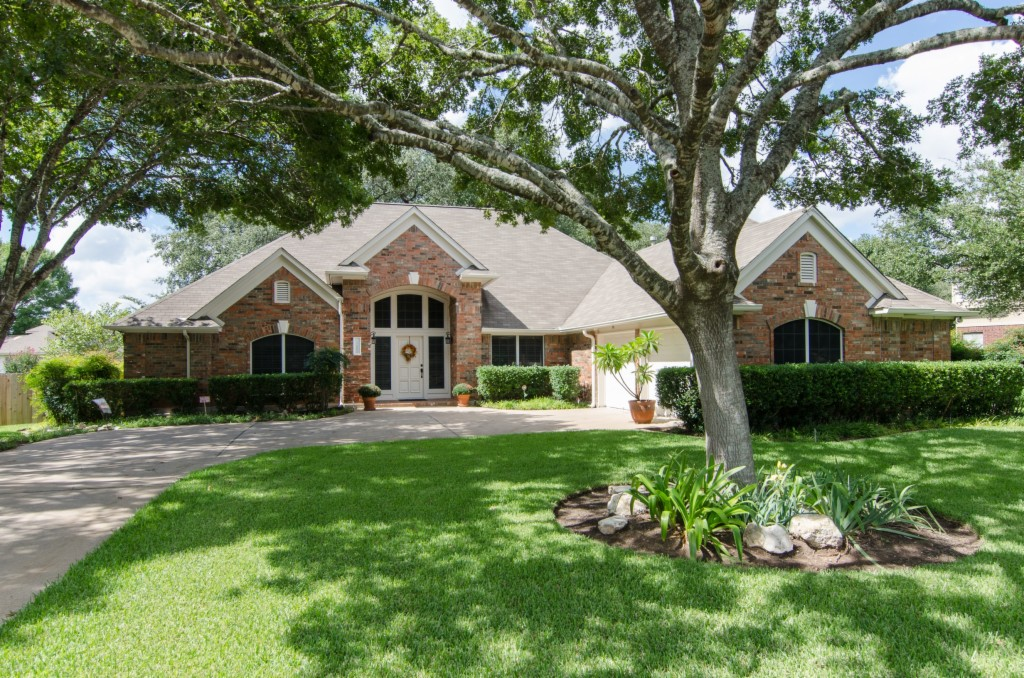 Photo of home for sale at 15902 Dorman DR W, Austin TX