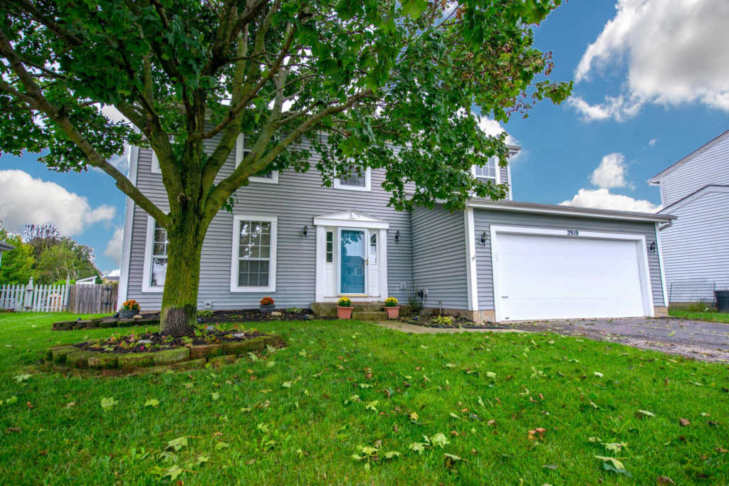 Photo of home for sale at 2919 Culver Drive, Hilliard OH