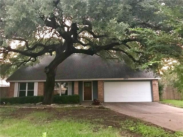 Photo of home for sale at 10917 Thicket TRL, Austin TX