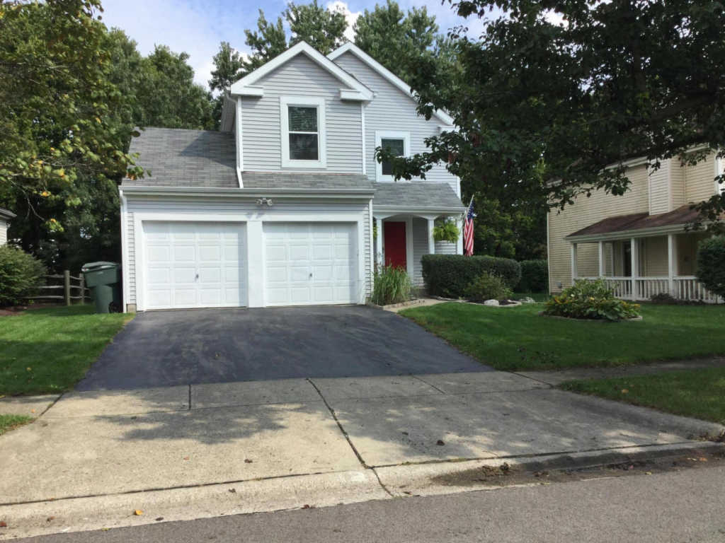 Photo of home for sale at 5000 Shannonbrook Drive, Columbus OH
