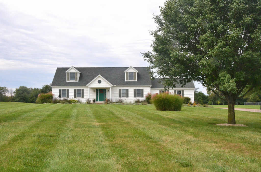Photo of home for sale at 14615 Urbana London Road, London OH