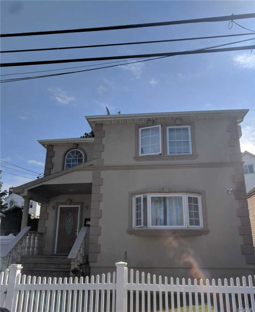 Photo of home for sale at 170 Frederick Ave, Elmont NY