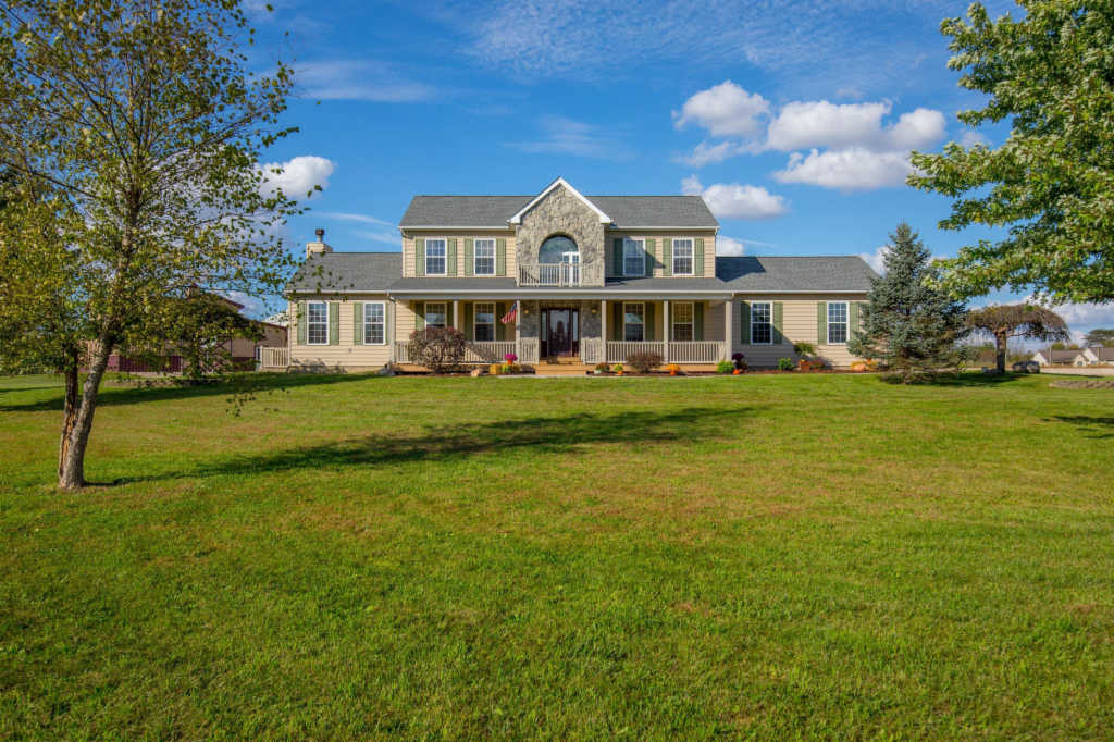 Photo of home for sale at 8900 Morris Road, Hilliard OH