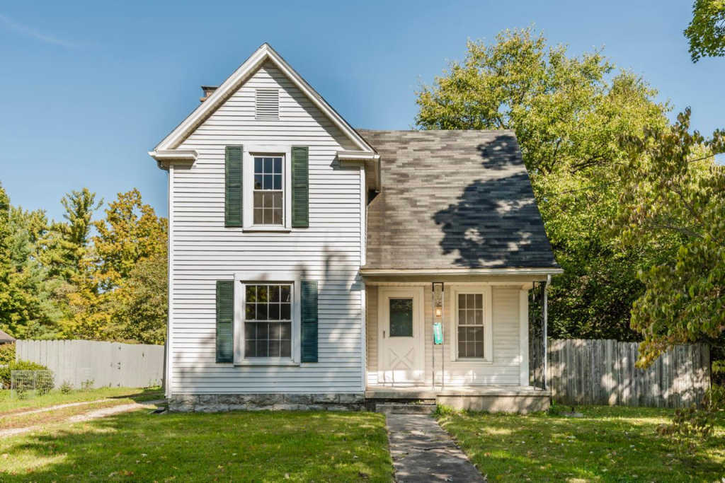 Photo of home for sale at 460 William Street W, Delaware OH