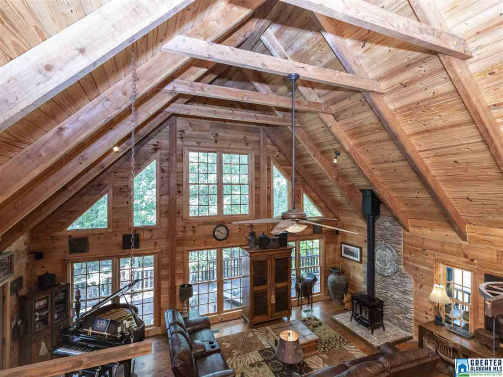 Photo of home for sale at 328 Co Rd 1055, Montevallo AL