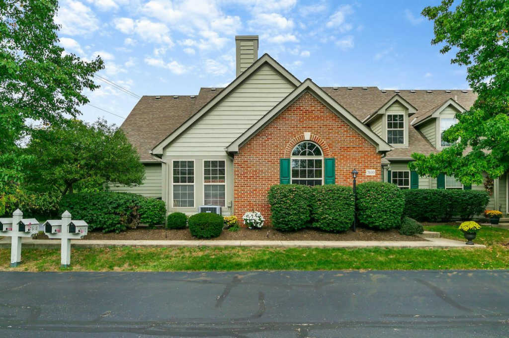 Photo of home for sale at 7610 Caspersan Court, Dublin OH