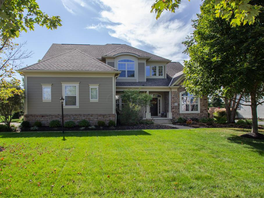 Photo of home for sale at 4189 Brinsworth Drive, Dublin OH