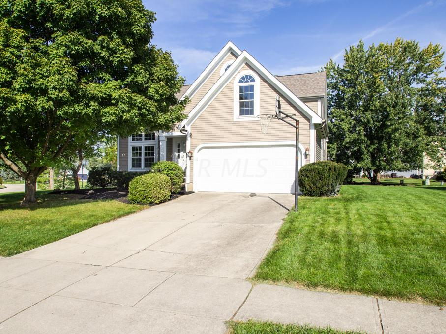 Photo of home for sale at 8524 Kingsley Drive, Reynoldsburg OH