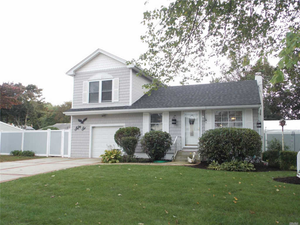 Photo of home for sale at 56 15th St, West Babylon NY