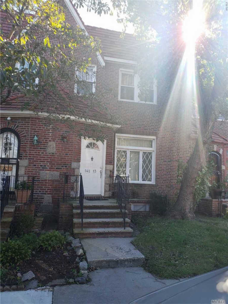Photo of home for sale at 142-13 232nd St, Laurelton NY