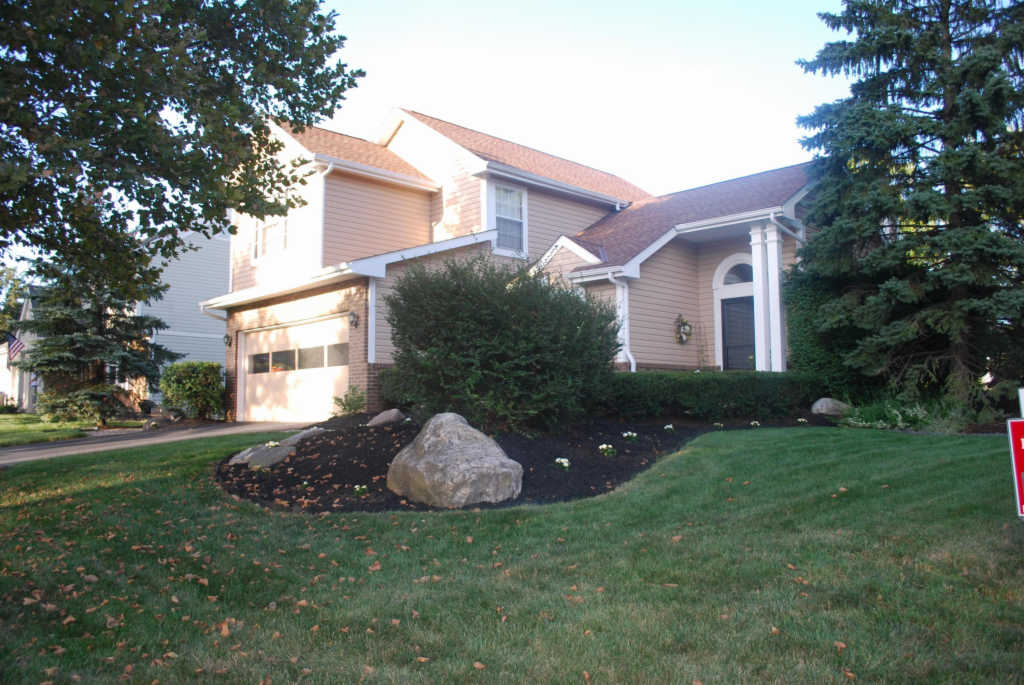 Photo of home for sale at 4158 Woodville Drive, Columbus OH