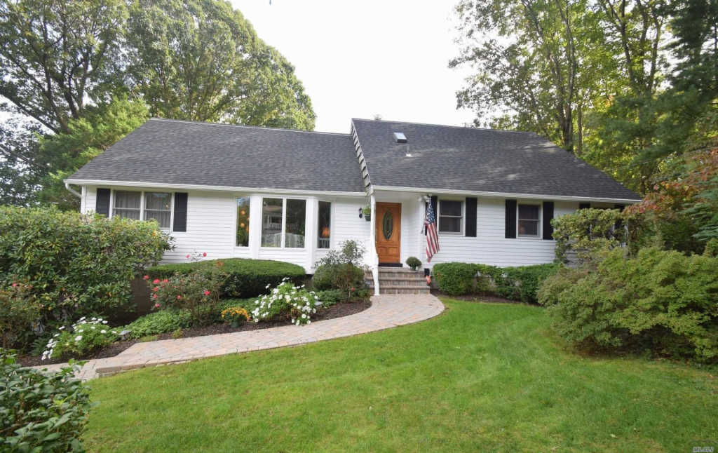 Photo of home for sale at 4 Hill Dr, Port Jefferson NY