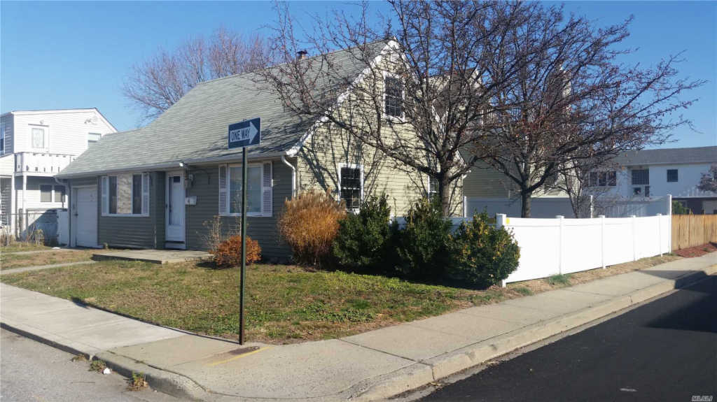 Photo of home for sale at 4 Armour St, Long Beach NY