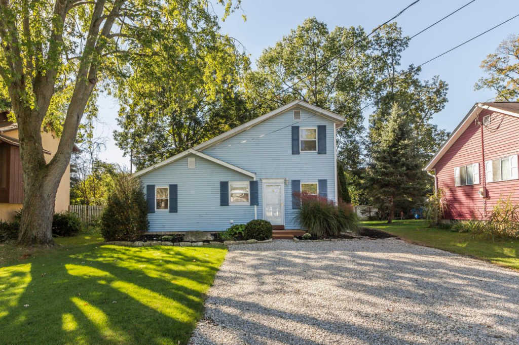 Photo of home for sale at 99 Woodrow Avenue, Delaware OH