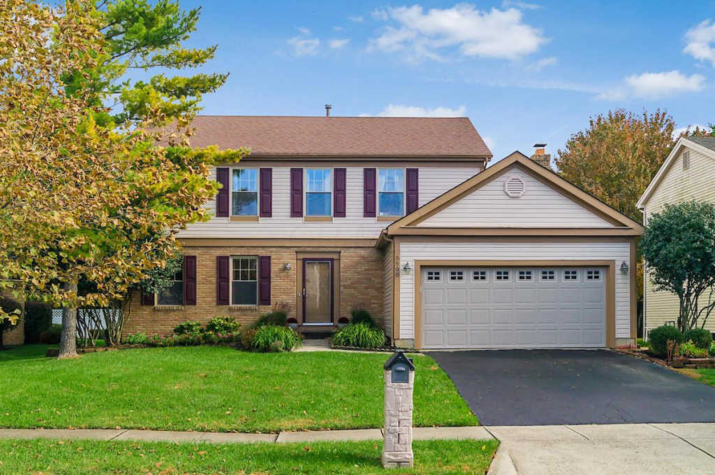 Photo of home for sale at 5500 Gardenbrooke Street, Columbus OH