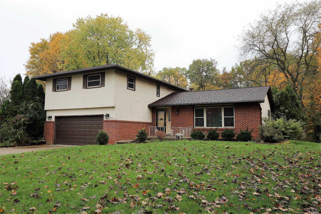 Photo of home for sale at 559 Timberlake Drive, Westerville OH