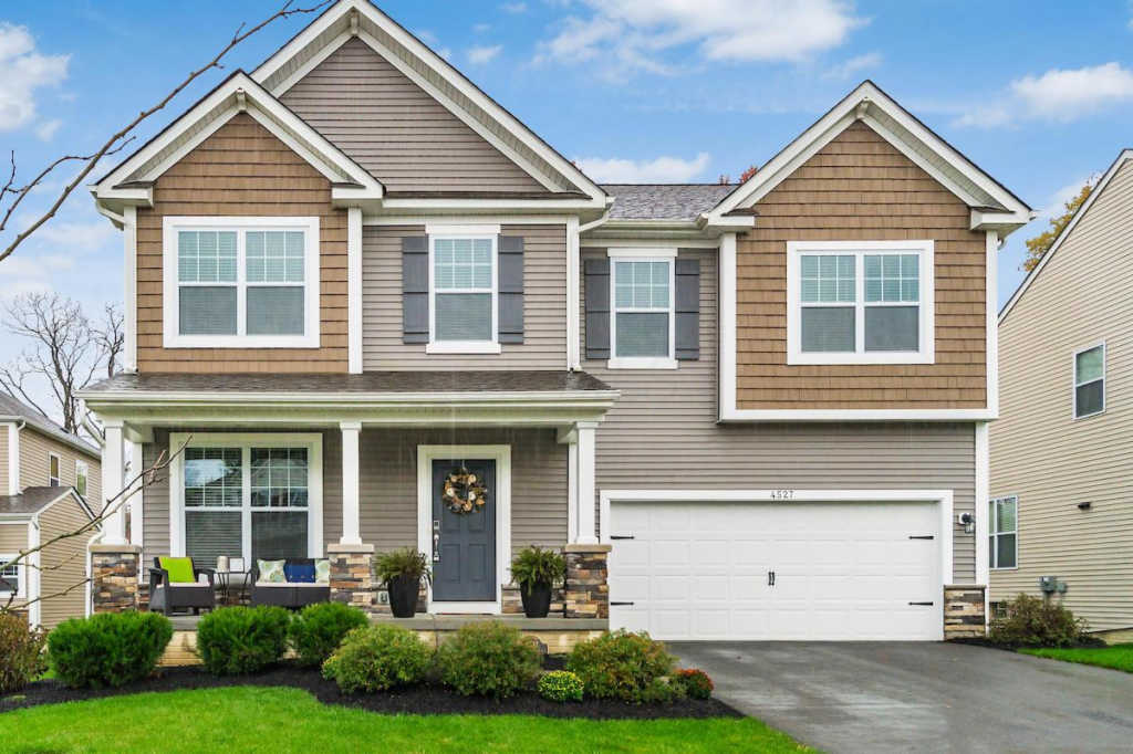 Photo of home for sale at 4527 Shady Blossom Lane, Columbus OH