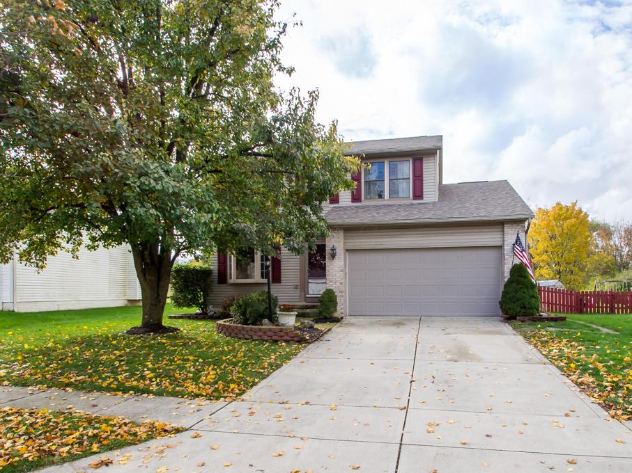 Photo of home for sale at 3655 Stonecross Lane, Hilliard OH