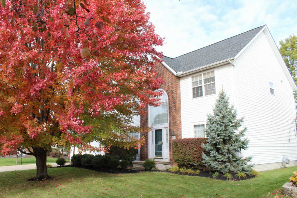 Photo of home for sale at 5432 Old Creek Lane, Hilliard OH