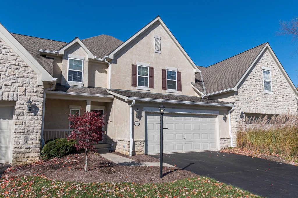 Photo of home for sale at 7480 Deer Valley Crossing, Powell OH