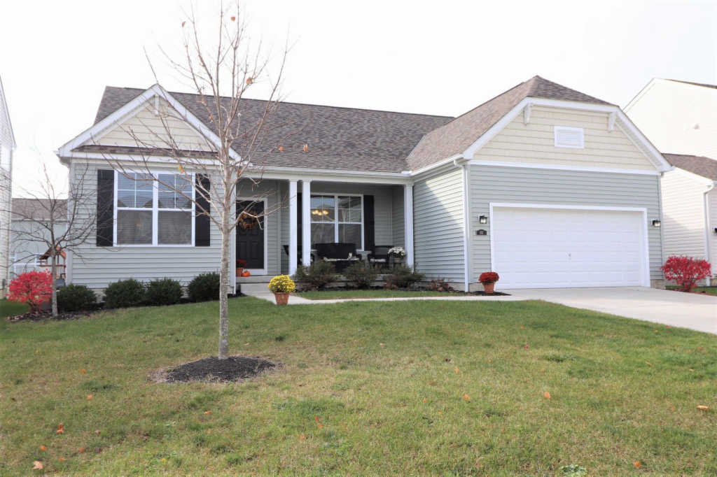 Photo of home for sale at 157 Cottonwood Place, Commercial Point OH