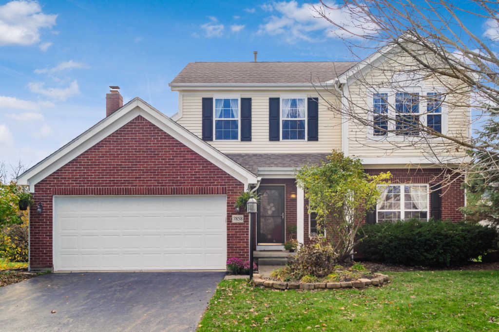 Photo of home for sale at 7858 Wiltshire Drive, Dublin OH