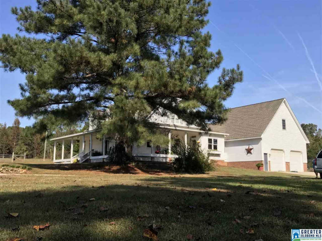 Photo of home for sale at 626 Smith Rd, Oneonta AL