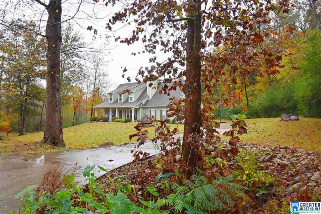 Photo of home for sale at 3272 Graves Gap Rd, Hayden AL
